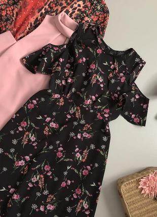 Милое цветочное платье с откритыми плечами