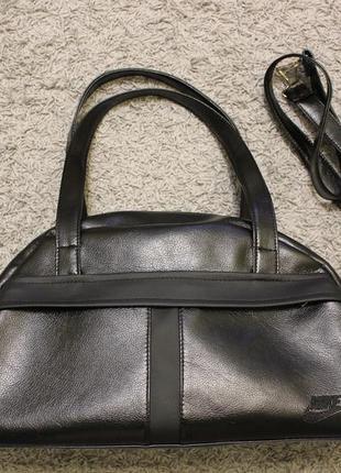 Спортивная черная сумка
