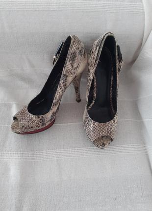Туфли босоножки guess