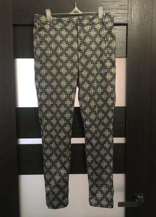 Zara стильные брюки чинос укорочённые в обтяжку стильные с карманами з закотом заворотом