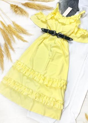 Красивое желтое платье с рюшами