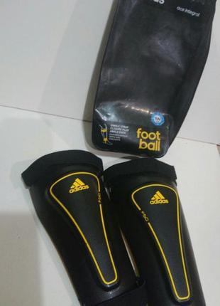 Футбольные щитки  adidas оригинал.