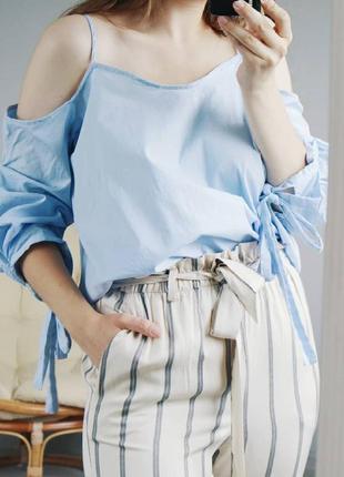 Небесно-голубая блуза с пышными рукавами