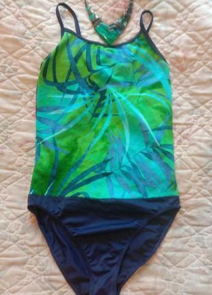 Отличный яркий спортивный сдельный купальник в бассейн или на пляж