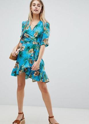 Легкое цветочное платье на запах рюши boohoo