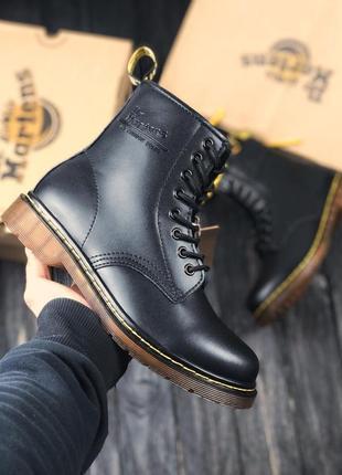 Ботинки dr. martens. черные высокие ботинки dr. martens. демисезонные кожаные мартинсы
