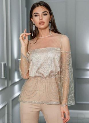 Стильная блуза с декокором