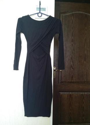 Красивое платье миди с вырезом на животике