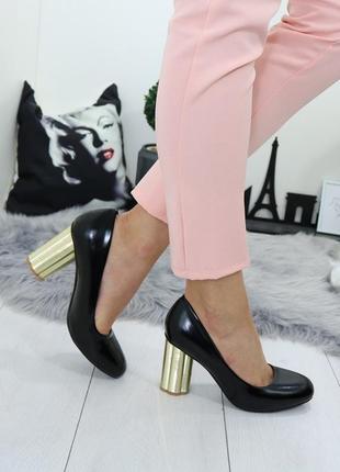 Стильные туфли на устойчивом каблуке