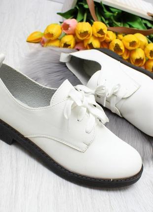 Стильные яркие туфли