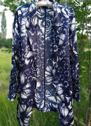 Легкий летний пиджак темно-синий с принтом цветочным