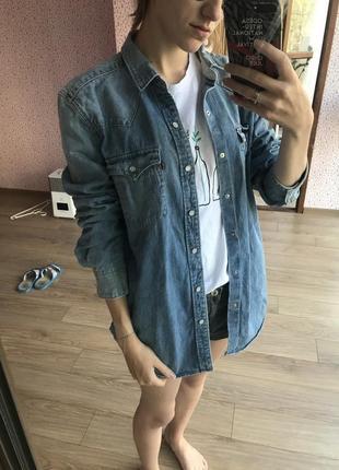 Оригинальная джинсовая рубашка levis