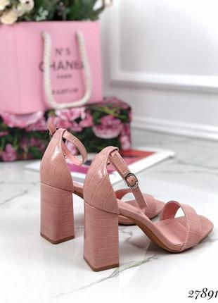 Босоножки питон широкий каблук закрытый задник, стильные удобные босоножки на каблуке