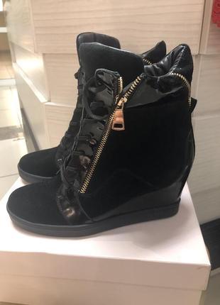 Шикарные ботинки/ сникерсы из натуральной замши