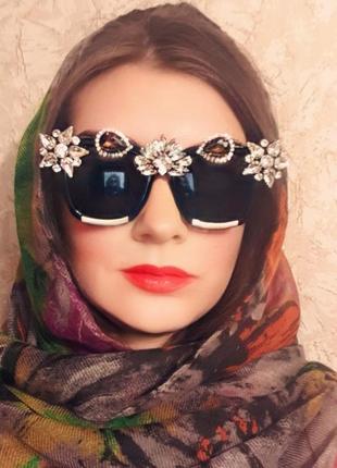 Модные очки с камнями стразами