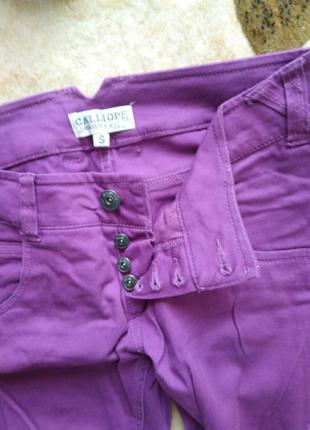 Модні яскраві джинси