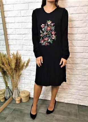Чёрное платье с рукавом и вышивкой от m&s