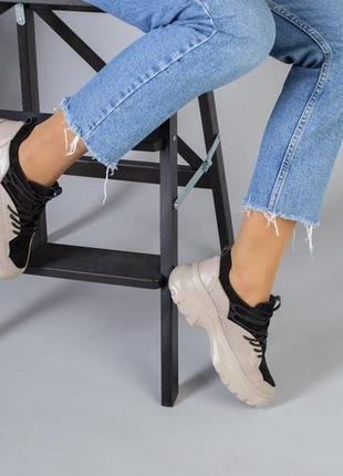 Бежевые кроссовки натуральная кожа.
