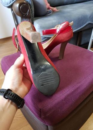 Красные замшевые туфли на каблуке3 фото