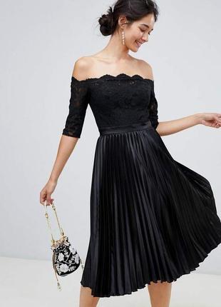 Chi chi london платье с плиссировкой и кружевным цветочным принтом anna-marie, цвет черный