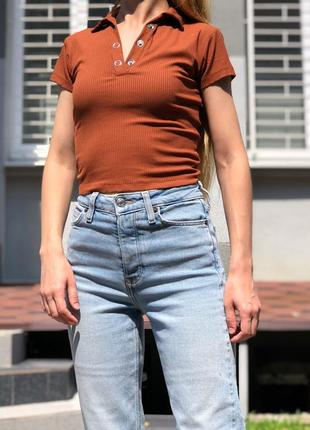Укороченая футболка поло топ с заклепками на груди