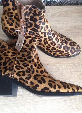 Ботинки челси в леопардовый анималистический принт