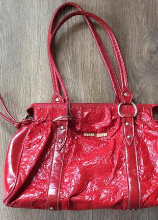 Легка, зручна і вмістима сумочка