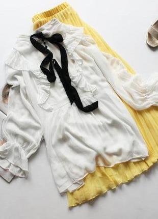 Красивая белая блуза с оборками 10 м