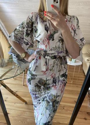 Элегантное платье в цветы