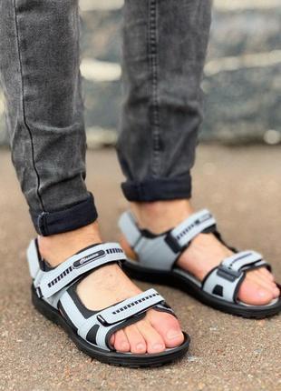 Мужские серые сандалии на липучках