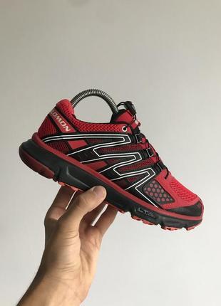 Максимально зручні та практичні кросівки від відомого бренду salomon