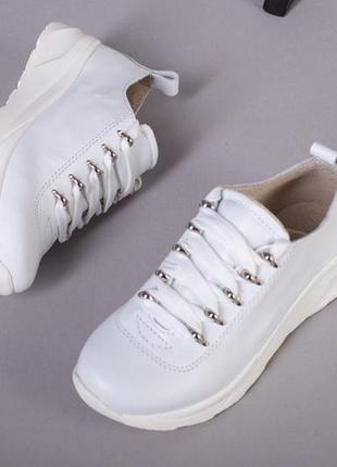 Белые кроссовки натуральная кожа. кроссовки на платформе