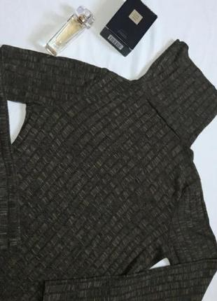 Платье-туника в рубчик цвета хаки под горлышко с глубокими разрезами по бокам