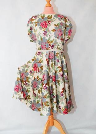 Батал в винтажном стиле платье в цветы длиннное миди приталенное нарядное