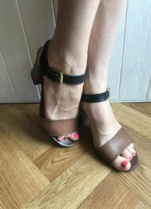 Итальянские кожаные босоножки на устойчивом каблуке