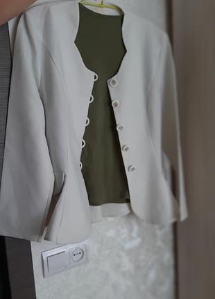 Женский белый жакет-пиджак