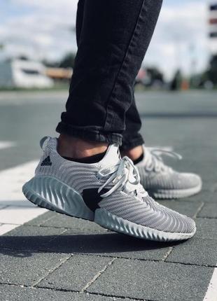 Белые легкие кроссовки adidas alphabounce