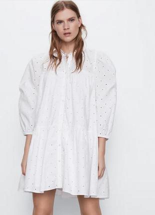 Платье с ажурной вышивкой белое