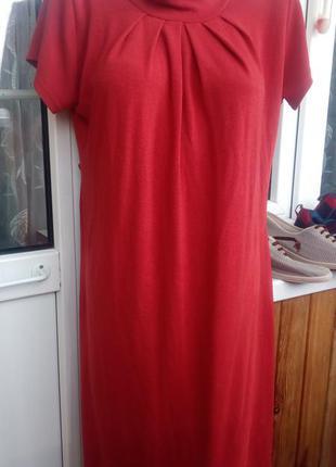 Кораловое платье свободного кроя