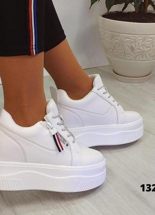 Сникерсы на платформе кроссовки