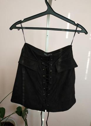 Черная юбка со шнуровкой под замшу