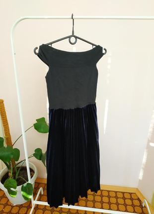 Платье на плечи с гафре юбкой