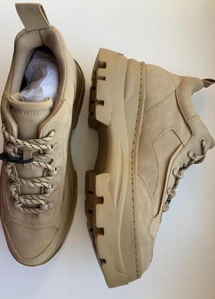 В наличии! кроссовки, ботинки, тренд 2020 новая коллекция, бежевые кроссовки от pull&bear.