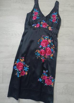 Шёлковое платье с вышивкой