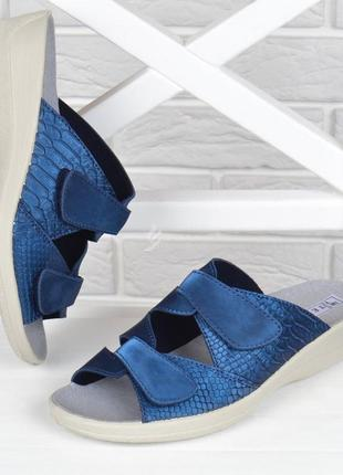 Шлепанцы женские кожаные tellus на танкетке синие на липучках
