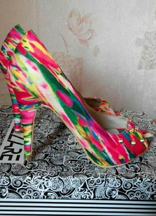 Яркие туфельки