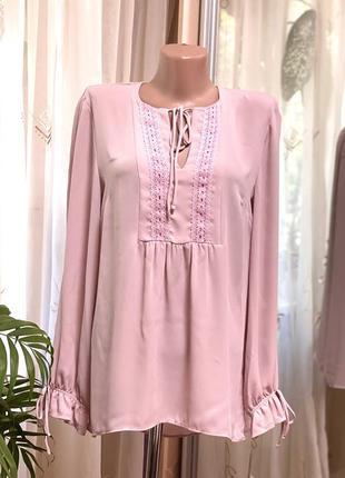 Женственная блуза с кружевом сливового цвета
