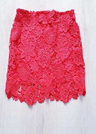 Красивая яркая юбка с плотного кружева