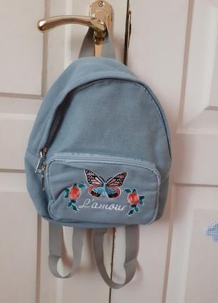 Джинсовый рюкзак с вышивкой