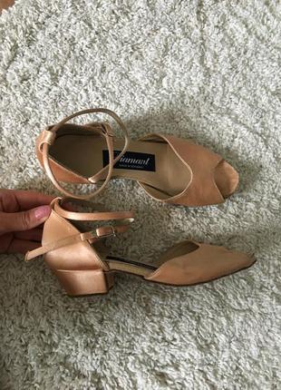Туфли для танцев. танцевальные туфли .21.5см